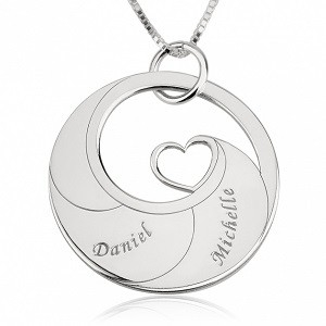 2 namen -  Naamketting cirkel met 2 namen gegraveerd en hart sterling zilver 925
