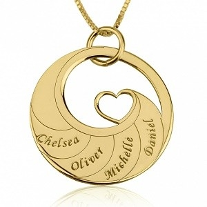 4 namen - Naamketting cirkel met 4 namen gegraveerd en hart 24K verguld goud