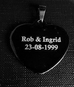 Fotosieraad RVS zwart 33mm L hart met tekst